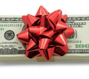 6 Ways You Can Save Money On Holiday Gifts This Year